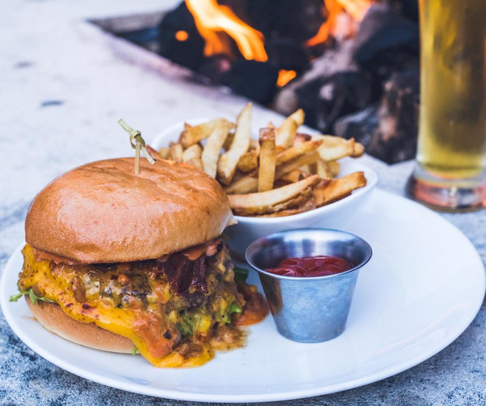 Giannis Bacon Burger