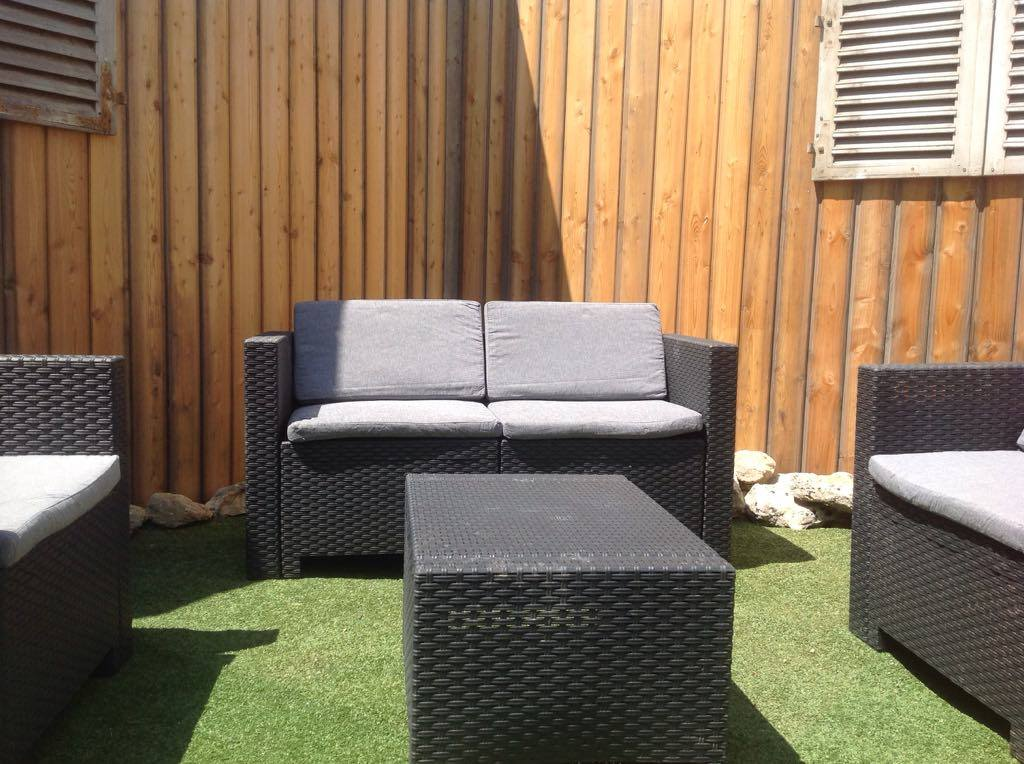 OUTDOOR SEATING AREA 3