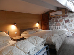 BEDROOM 3 (MEZZANINE SLEEPS 4)
