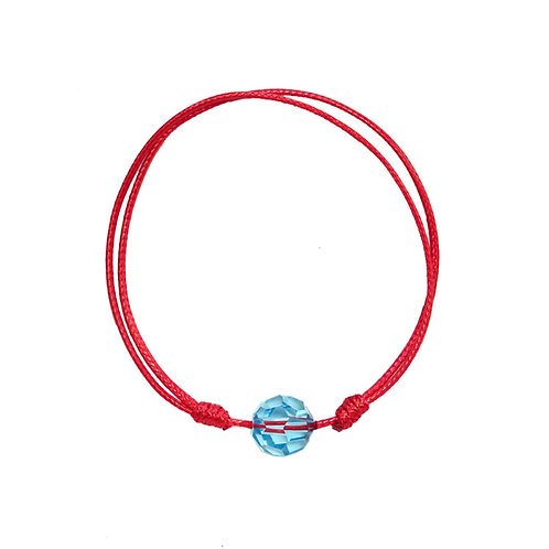 Амулет против уроки с червен конец и синьо мънисто
