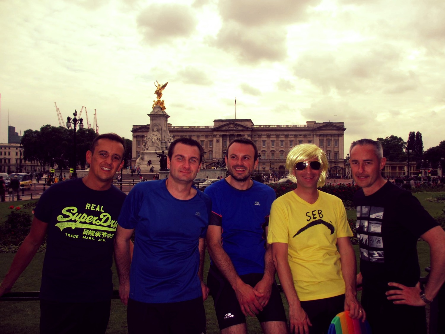 Runners visiting Buckingham Palace