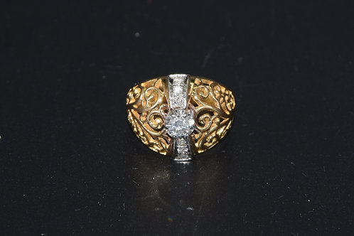 Bague ciselée or jaune et diamant