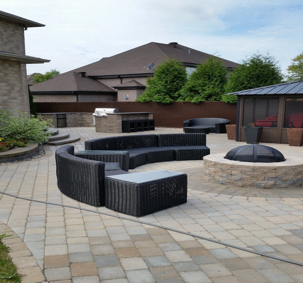 Pave and stone work