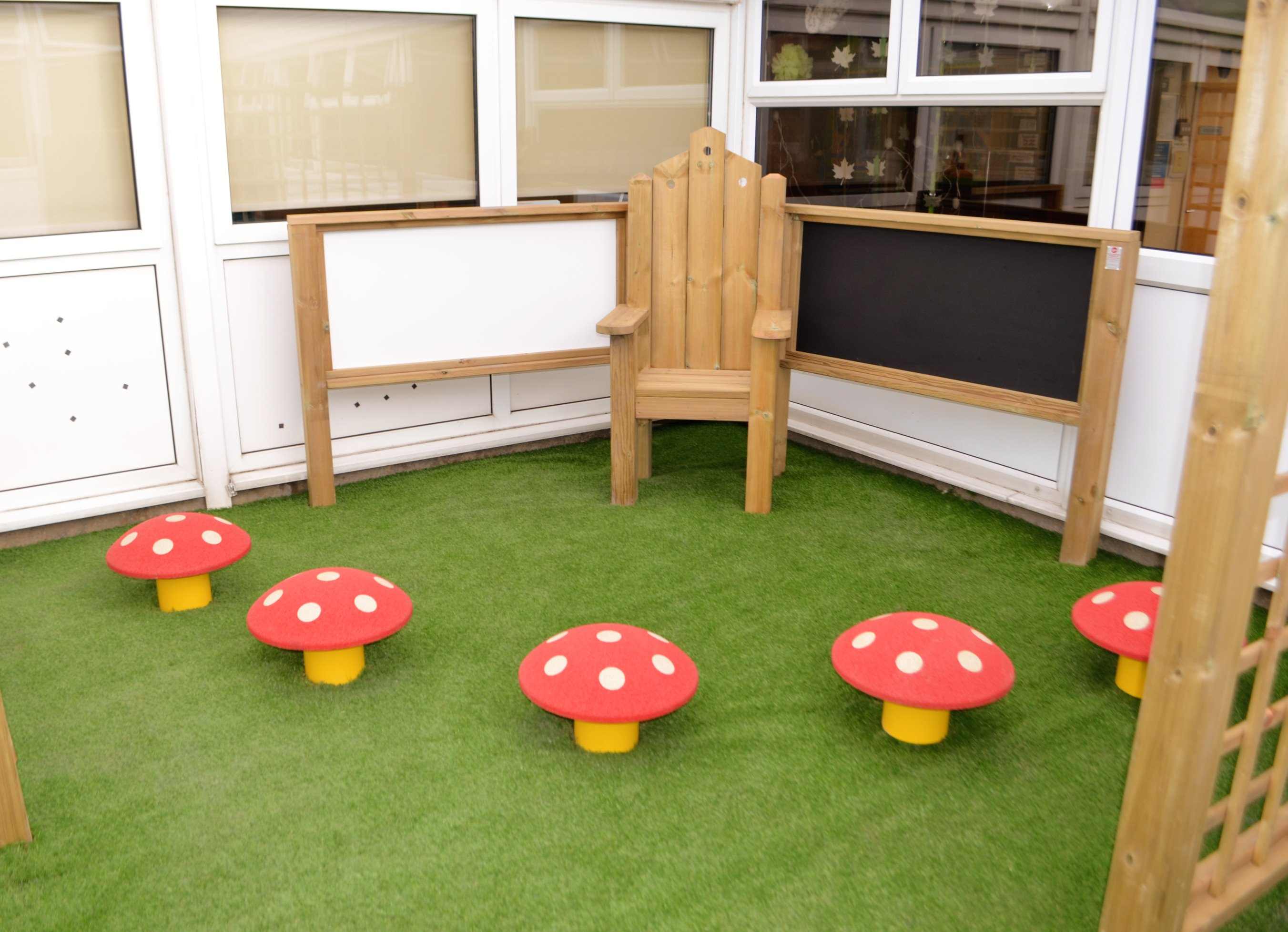 mushroom-seats-furniture-playgrounds-5_e