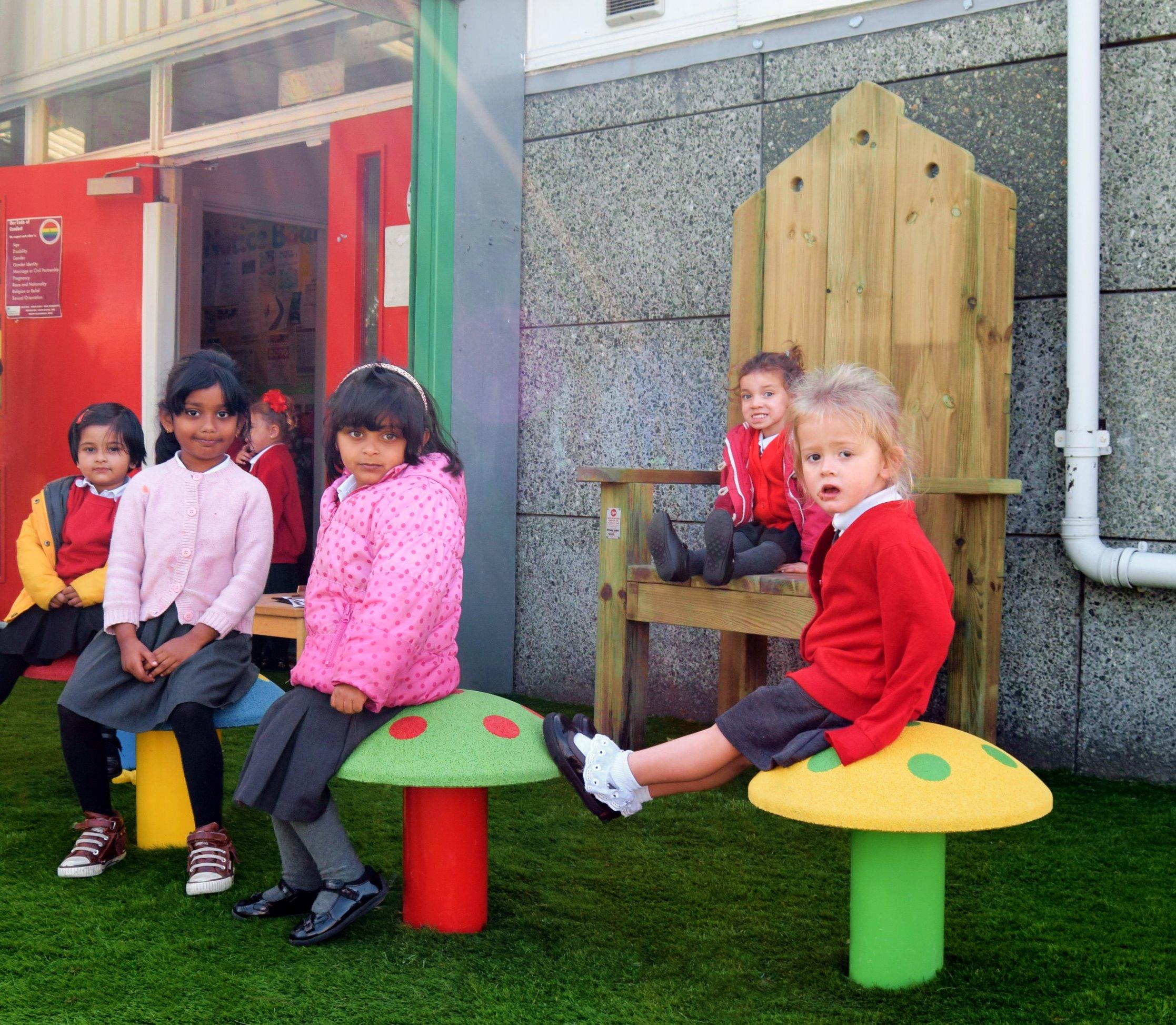 mushroom-seats-furniture-playgrounds-6_e