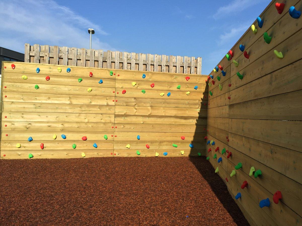 timber-traverse-wall