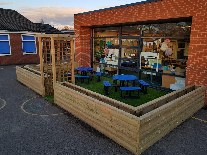 planter-bench-corner
