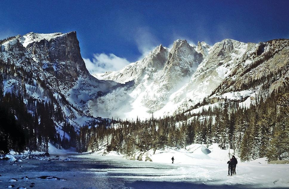 snowshoers at dream lake in RMNP