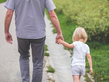 Duelo infantil: ¿cómo hacer partícipes a los niños de la despedida?