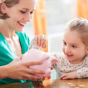 Enseñar a gastar el dinero de manera responsable: el método de las tres huchas