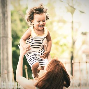 ¿Cómo cultivar y ser ejemplo de optimismo como padre o madre?