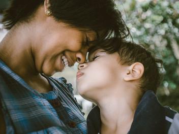 Cómo ser padres afectuosos sin caer en la sobreprotección