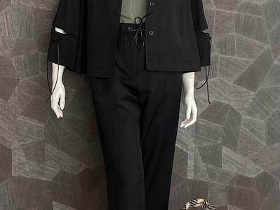 Outfit a. görtz: Jacke 435€, Top 120€, Hose 315€