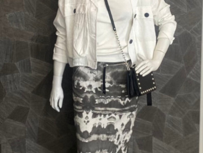 Outfit ThomKrom: Jacke 199€, Rock 149€, Top 69,90€