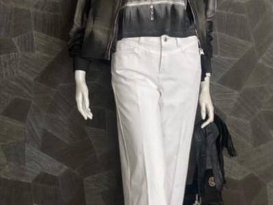 Jacke ThomKrom 179€, Shirt ThomKrom 89,90€, Jeans Cambio 129,90€, Sandalette ASH 290€