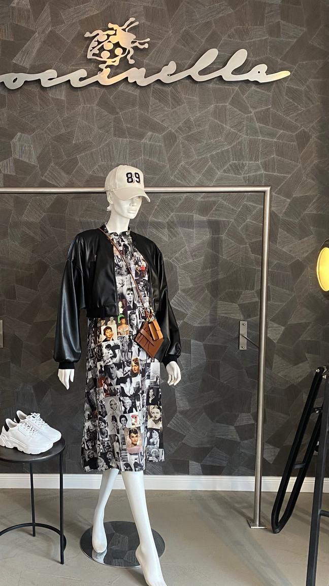 Jacke D. Schumacher 495€, Kleid Unbreakable 390€, Sneaker K&S 225€, Cap D. Schumacher 65€