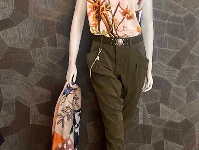 Shirt HIGH 230€, Hose HIGH 410€, Schal HIGH 280€