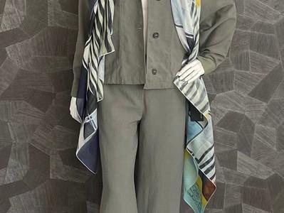 Outfit a. görtz: Jacke 405€, Hose 285€, Schal 180€