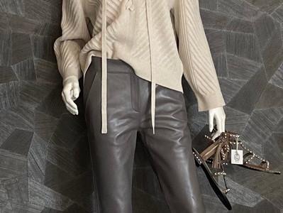 Pullover D. Schumacher 395€, Lederhose Stand Studio 419€, Sandalette ASH 225€