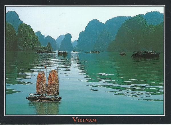 VIETNAM Ha long bay.jpg