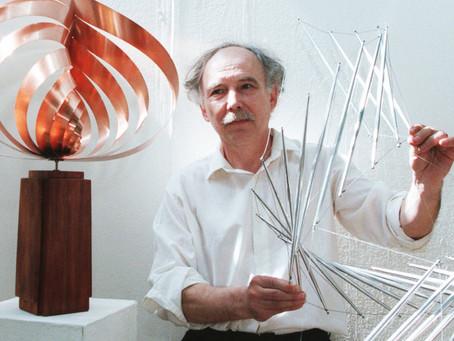 «Алюминиевые коллизии и иллюзии» мастера кинетического искусства