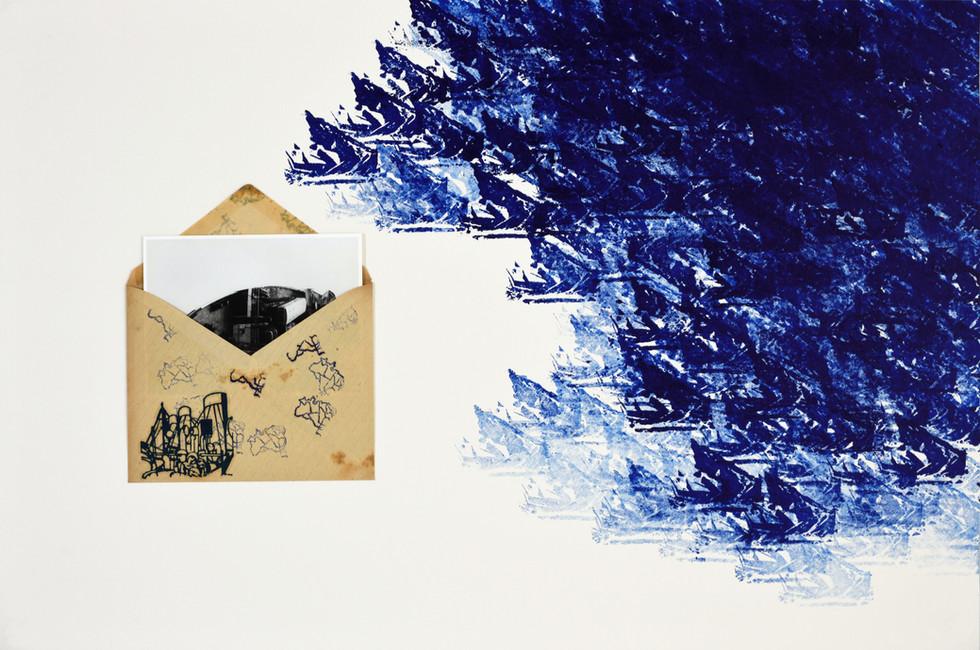 AO SUL DO FUTURO [2018], carimbo, envelope e fotografia sobre cartão, 60 x 40 cm.