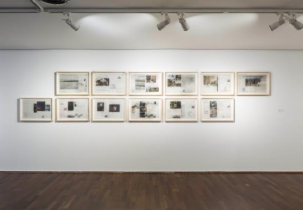 2015 [2018] carimbo sobre jornal apagado, série de 12 imagens (36 x 56 cada)   rubber stamp on erased newspaper, set of 12 images, (56 x 36 cm each)