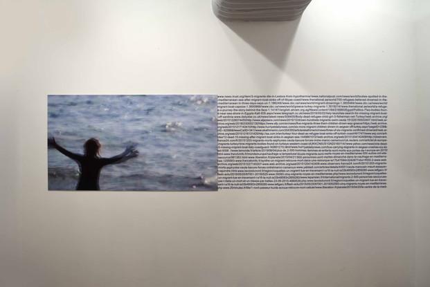 Mediterrâneo #5 Mediterranean#5 [2018] impressão jato de tinta sobre papel de algodão e letras em vinil   inkjet printout on cotton paper and vinyl letters, 320 x 106