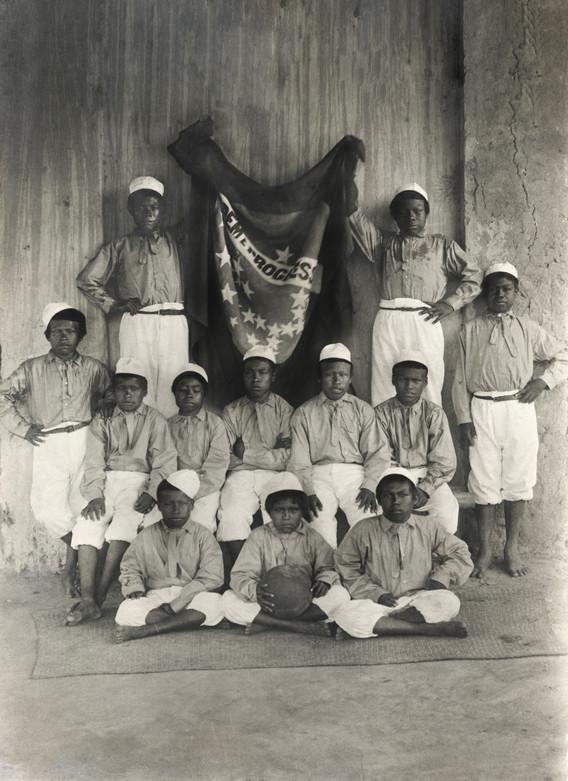 série Martha [collecçào escolar], 2018. Grupo de índios, anônimo, s/data. Impressão jato de tinta sobre papel de algodão realizada a partir de arquivo do acervo Museu Lasar Segall.