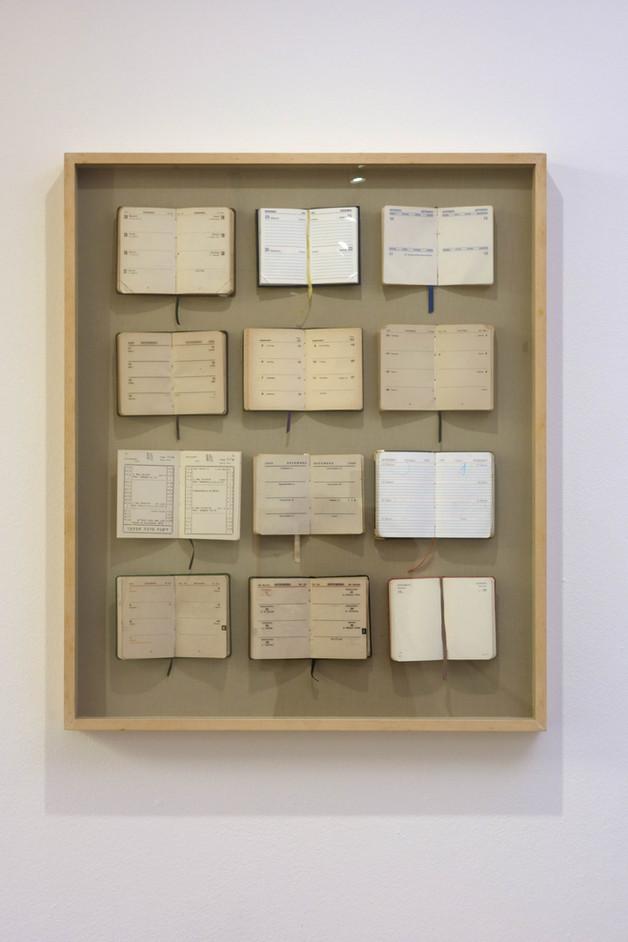 SETEMBRO [2013]  agendas costuradas sobre cartão e tecido, 74 x 60 cm.
