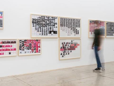 """série Pesquisa escolar. Exposição coeltiva """"Sobre os ombros de gigantes"""",  Galeria Nara Roesler, São Paulo, fev 2021 (foto: Gal. Nara Roesler)"""