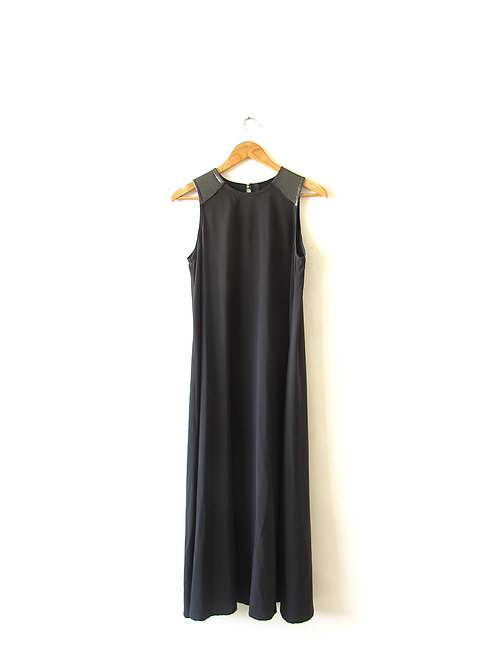 OS שמלת טרפז שחורה