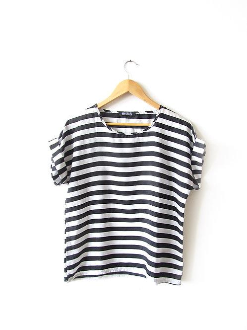 L חולצת פסים שחור-לבן מידה