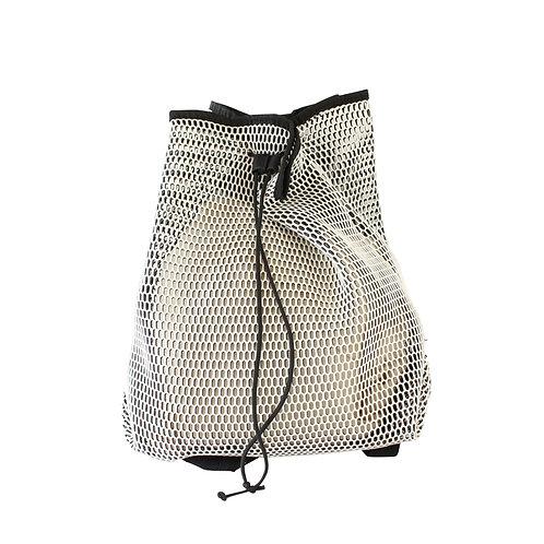 DANIELLA LEHAVI | תיק גב רשת שחור לבן