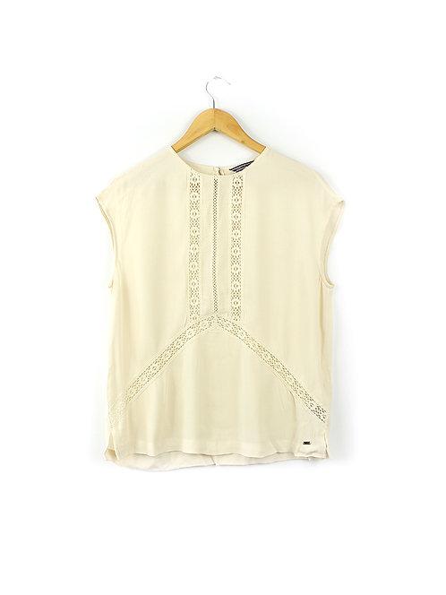 38-Tommy Hilfiger חולצה עם רקמה