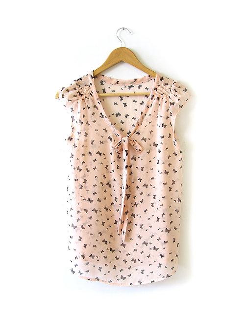 M חולצת שיפון פרפרים