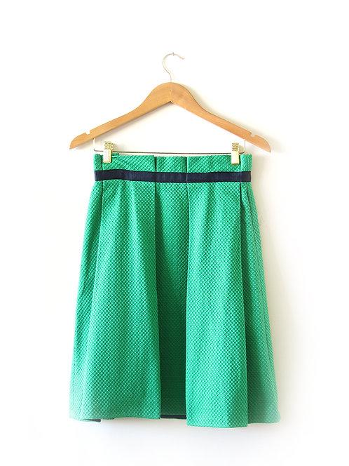 חצאית ירוקה קפלים מידה 38