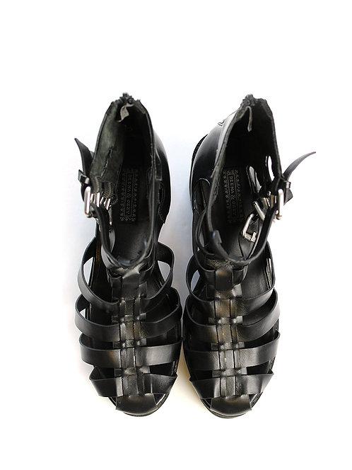 37.5-URBAN OUTFFITERS נעלי גלדיאטור