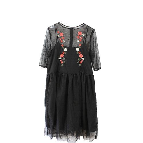L | שמלת טול שחורה