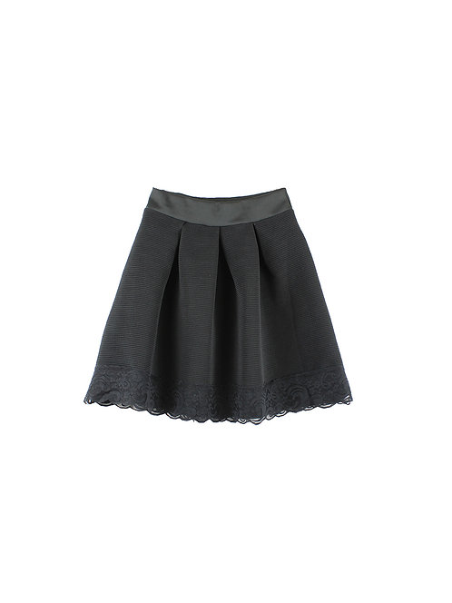M   חצאית כפלים שחורה