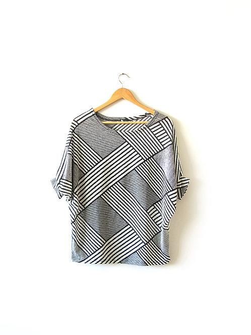 OS חולצת אוברסייז שחור לבן