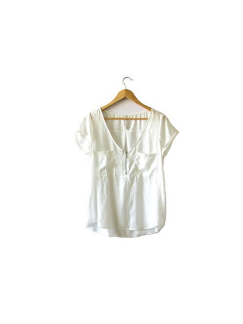 L חולצה בצבע שמנת מידה