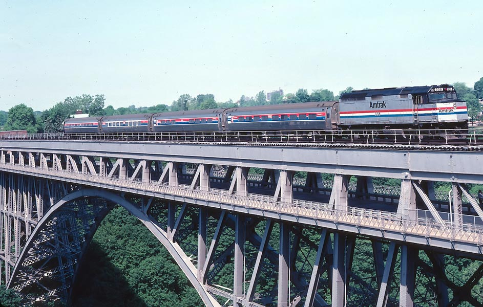 Amtrak over Whirlpool Bridge