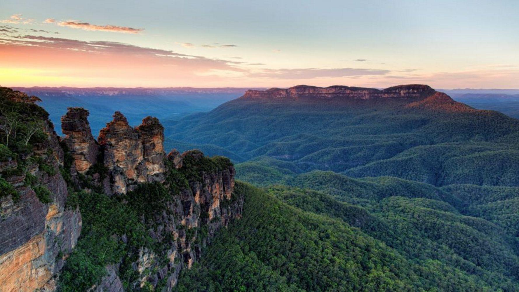 Three Sisters, Blue Mountains, NSW, Australia - 2023 solar eclipse tour
