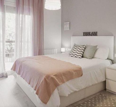 Maison Courtieu Chambre à Coucher Blanc Rose Coussins Rideaux