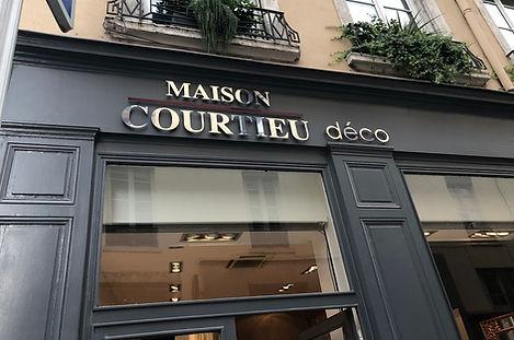 Maison-Courtieu-Magasin-Meuble-Rideau-Mo
