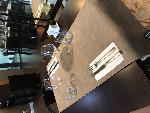 Chemin de table cuir restaurant