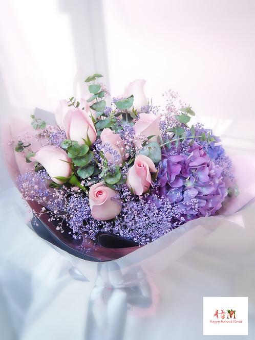 粉紅玫瑰 + 滿天星繡球花束