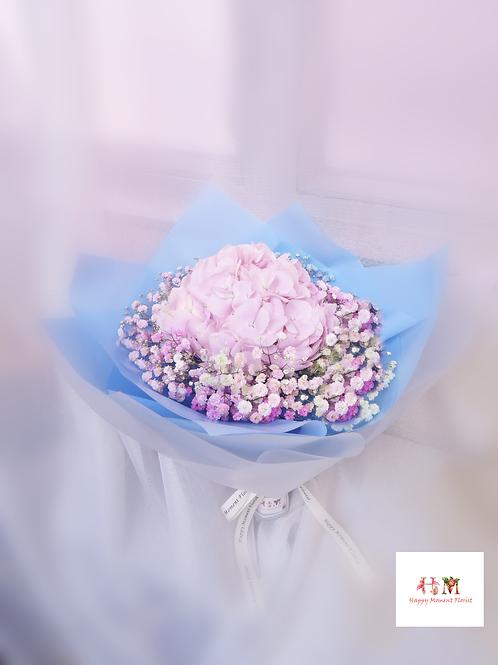 粉紅色繡球小花束