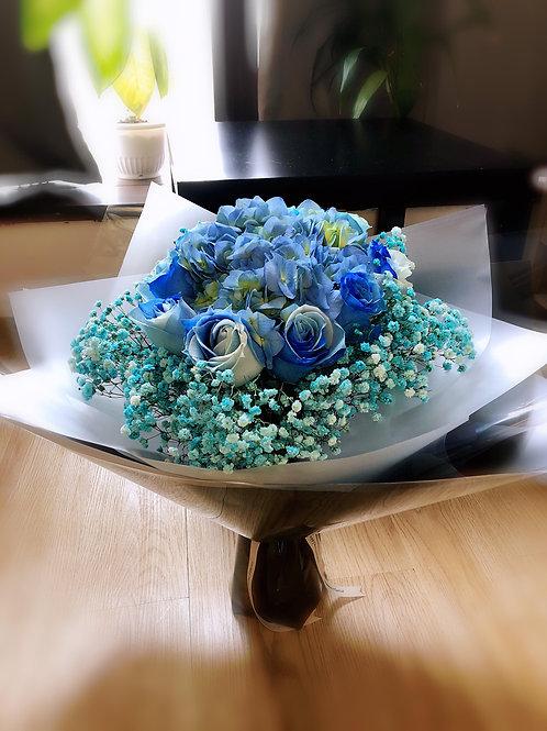 肯亞夢幻藍玫瑰+繡球花束